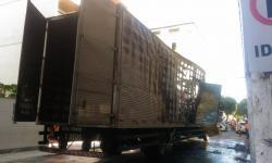 Caminhão pega fogo no centro de Colatina