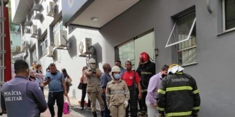Shopping pega fogo em Colatina