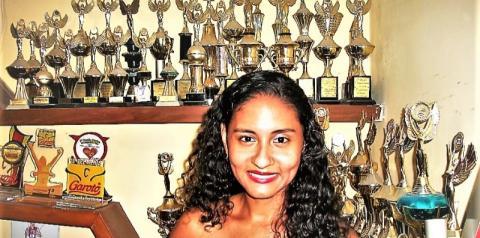 Márcia Casagrande, 25 anos de carreira; vida longa à Rainha