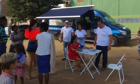 Van do SEST SENAT divulga cursos e serviços de saúde