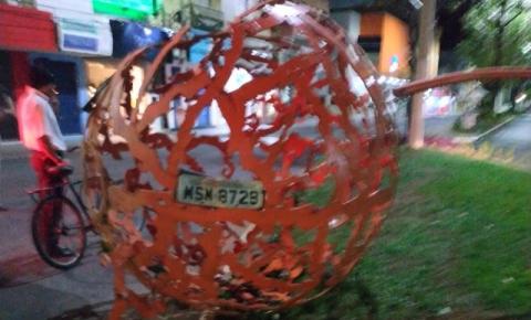 Motorista embriagado danifica monumento no centro de Colatina