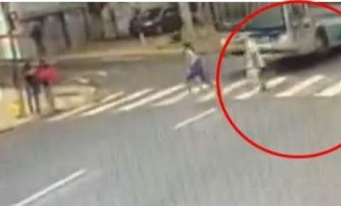 Ônibus atropela e mata ancião no Dia do Idoso em Colatina
