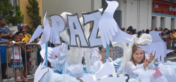 Desfile  cívico pede paz na Festa de 98 anos de Colatina