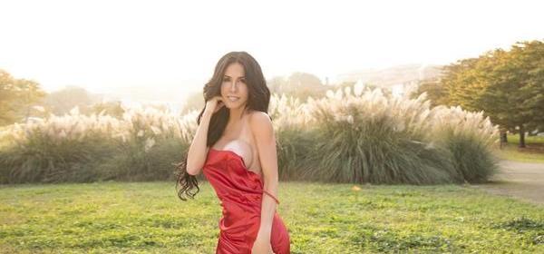 Modelo transexual colatinense é capa da Playboy